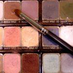 Sproszkowany żuk, kamień i minerał – naturalny barwnik cieni